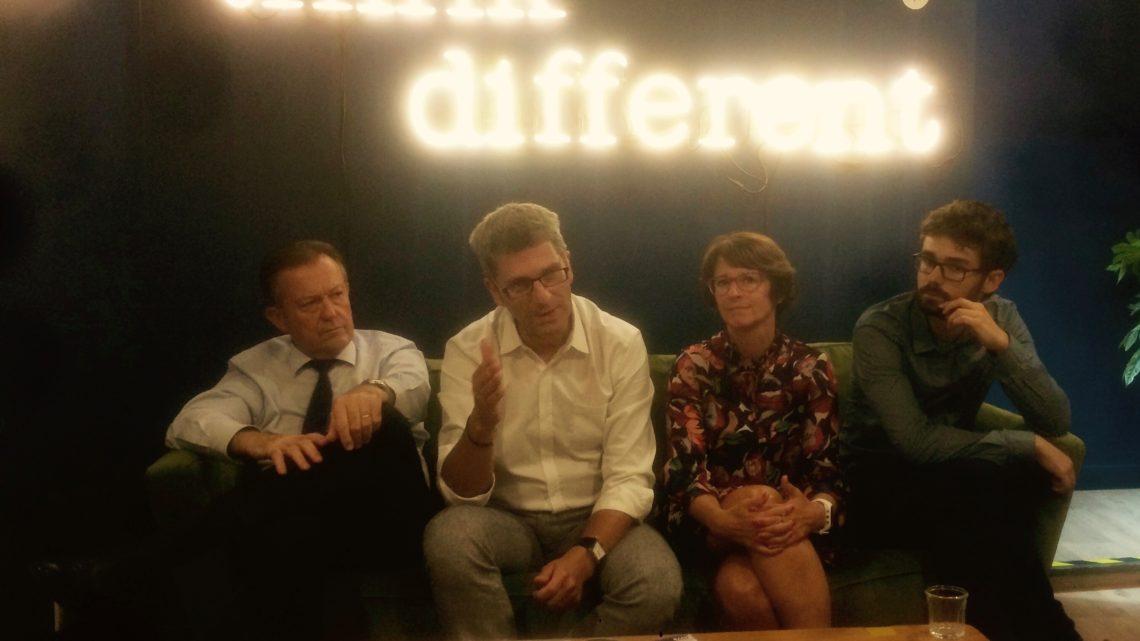 Marlène Millet, deuxième en partant de la droite, nous a accordé un entretien à propos de la politique sociale du gouvernement. Crédit photo : Etienne Aazzab / Lyon Bondy Blog.
