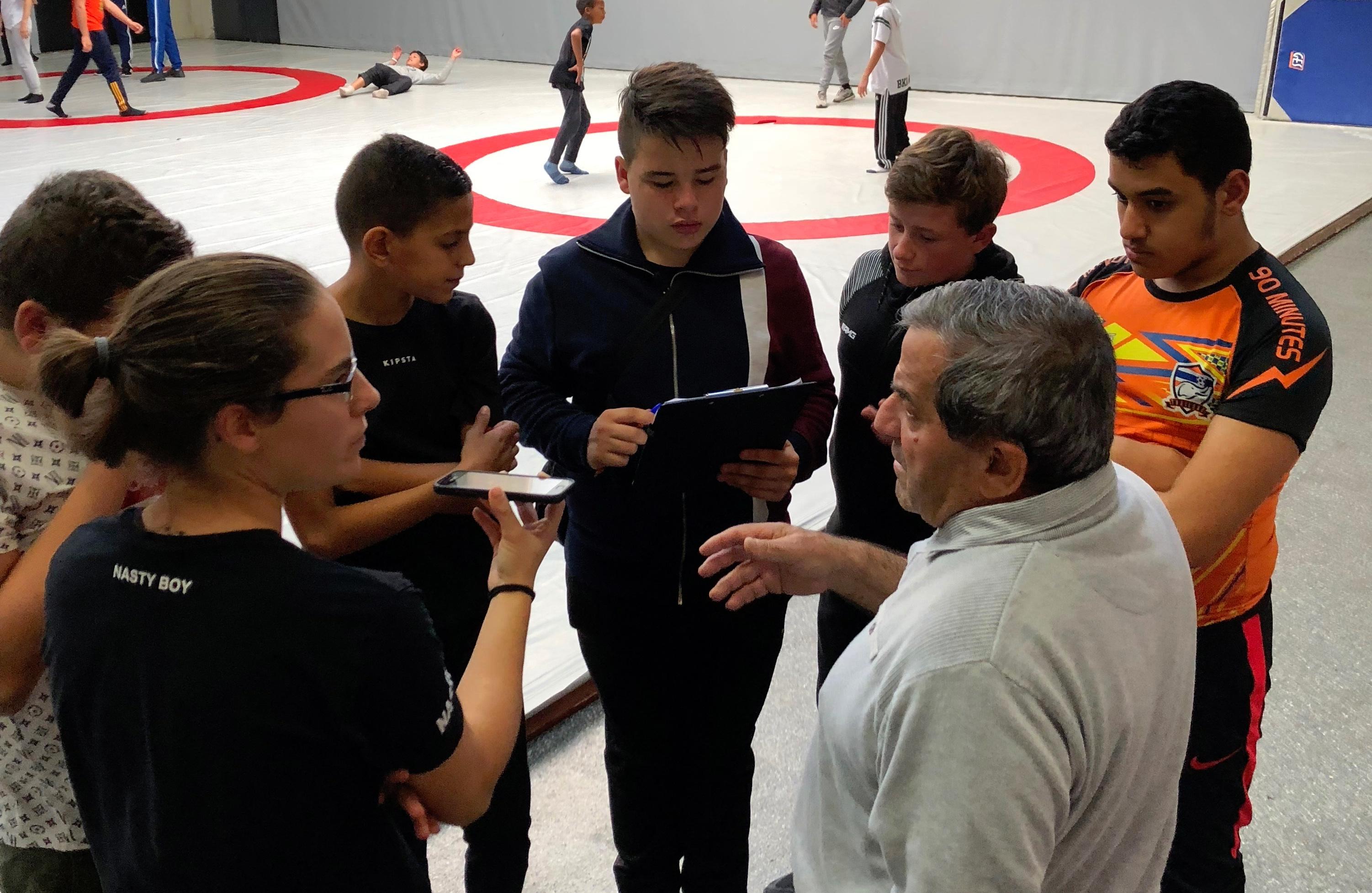 Le centre social Louis Braille en excursion au club de lutte