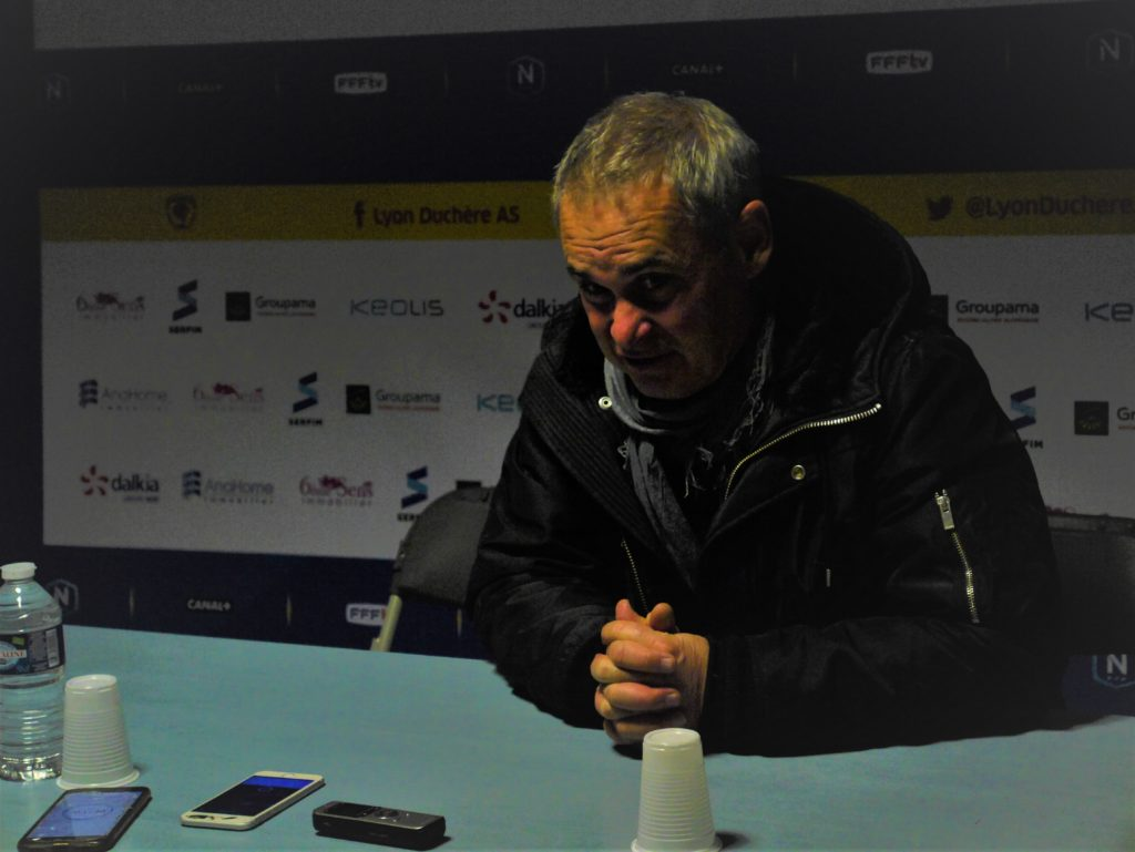Laurent Roussey très sévère envers ses joueurs en conférence de presse!!!!!!!; crédit photo : Hugo Dervissoglou / Lyon Bondy Blog