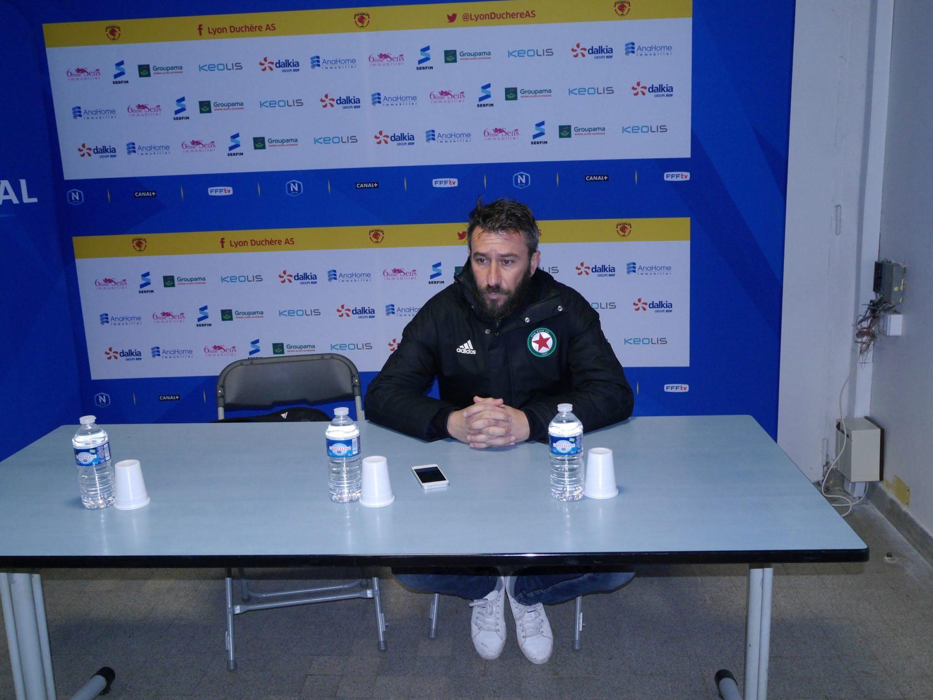 L'entraîneur du Red Star est apparu très remonté après la défaite des siens 3-1. Crédit photo : Hugo Dervissoglou / LBB
