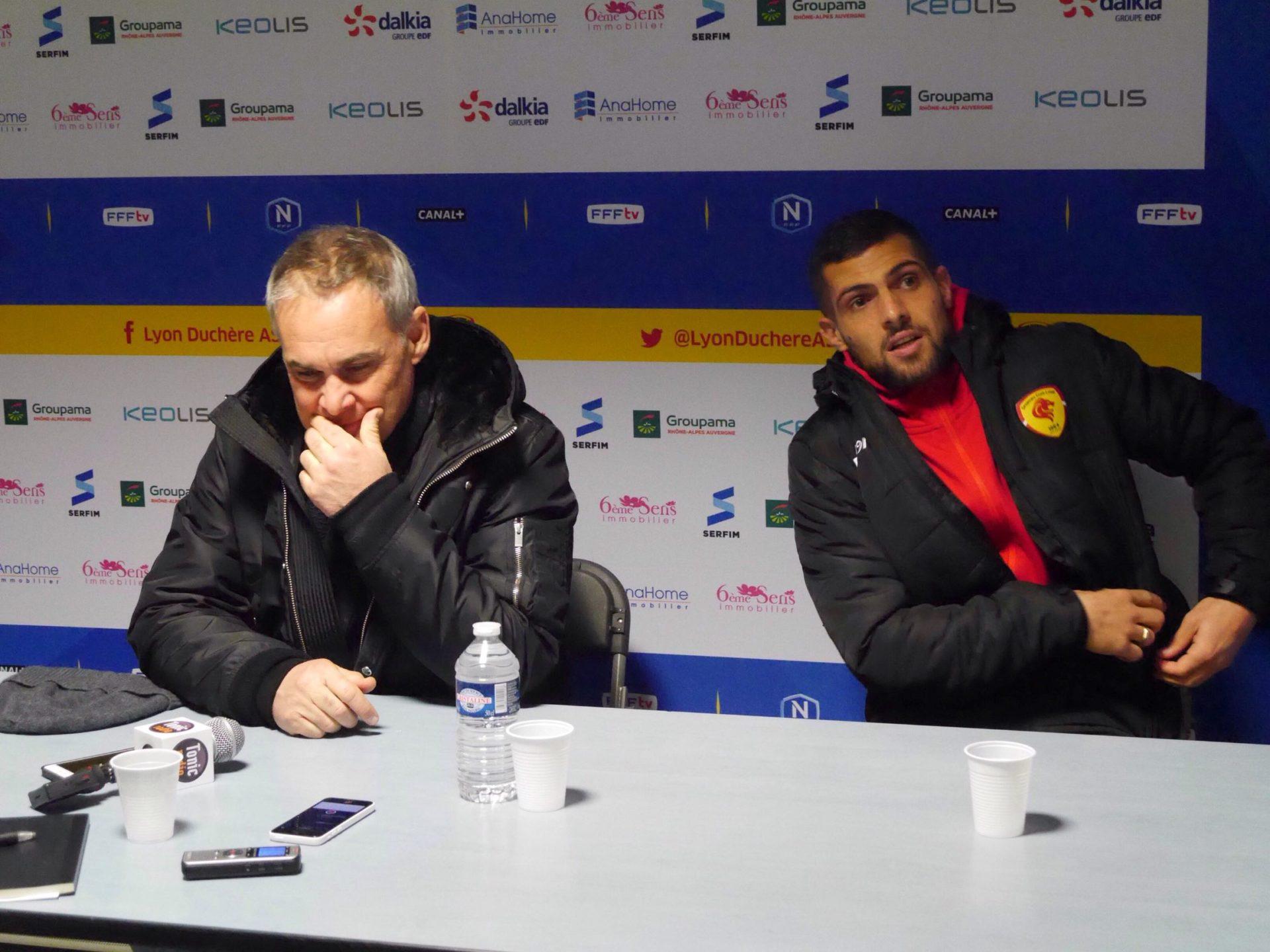 Entraîneur et capitaine en conférence de presse. Crédit photo : Lyon Bondy Blog / Hugo Dervissoglou
