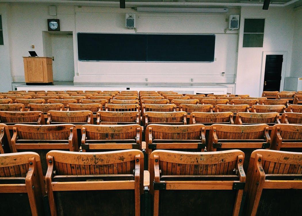 """Universités et cours à distance : """"Les étudiants se sentent totalement abandonnés"""""""