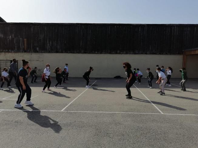 Le Break Dance bientôt dans l'arène(2/2) : les Ambassadeurs Génération 2024 à la rencontre des enfants du Cours la Passerelle