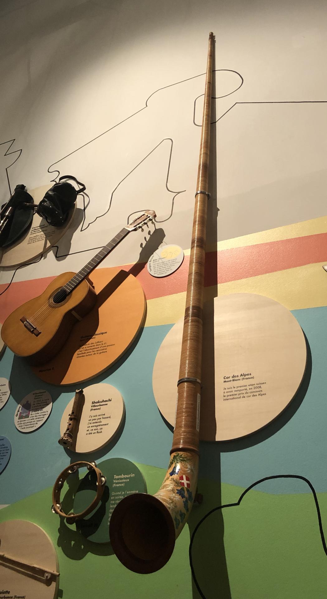 Le cor des Alpes, un instrument incolite de plus de 4 mètres de haut.