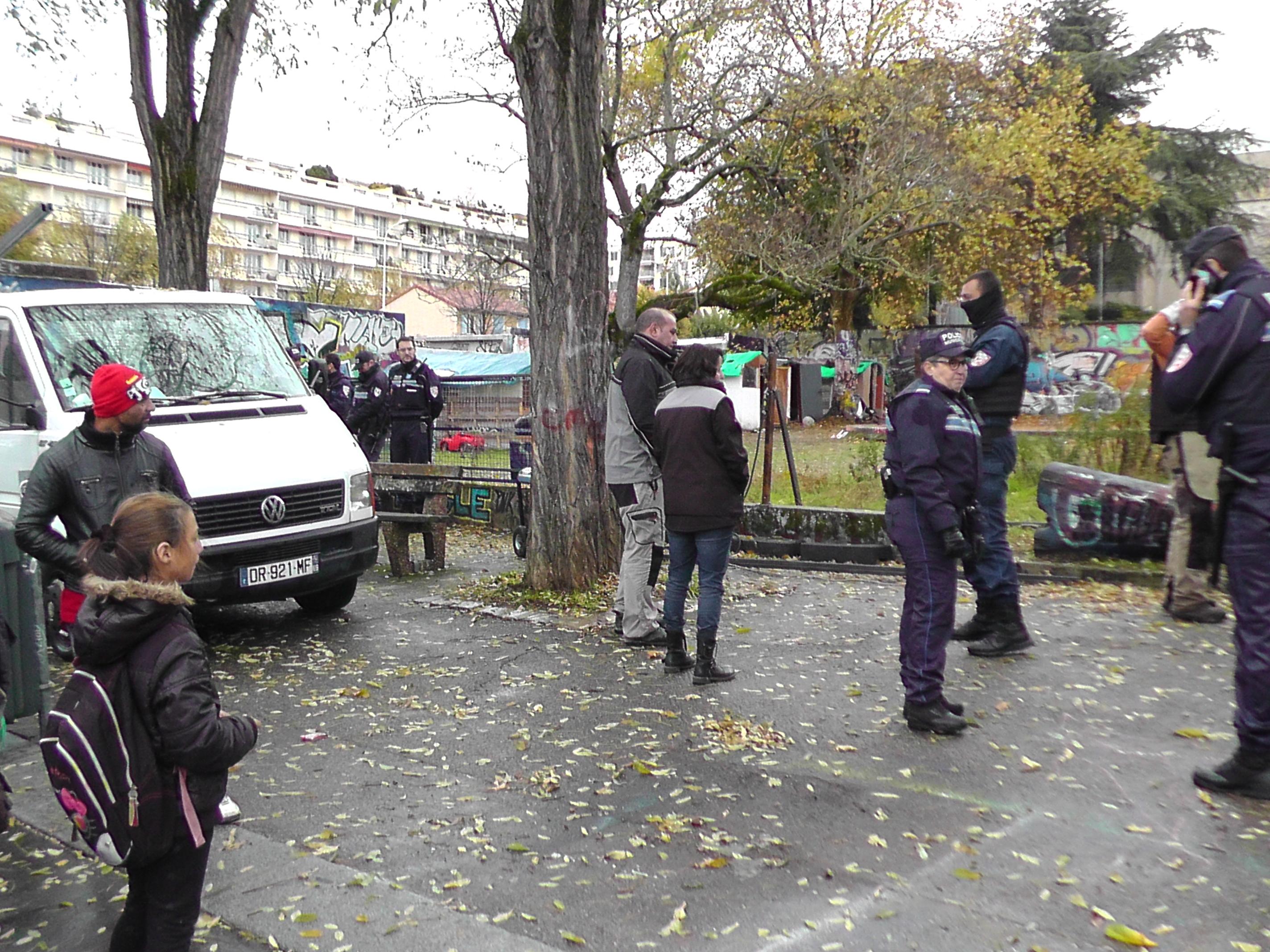 Une expulsion jette deux familles roms à la rue dans le 4e
