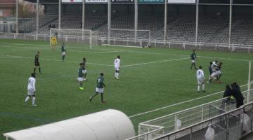 Une défense agressive du FC Lyon complique la tâche de l'ASSE