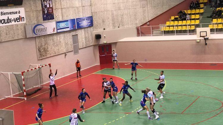 L'ASUL en pleine défense lors de la deuxième mi-temps. Crédit photo : Elodie Charrière / LBB