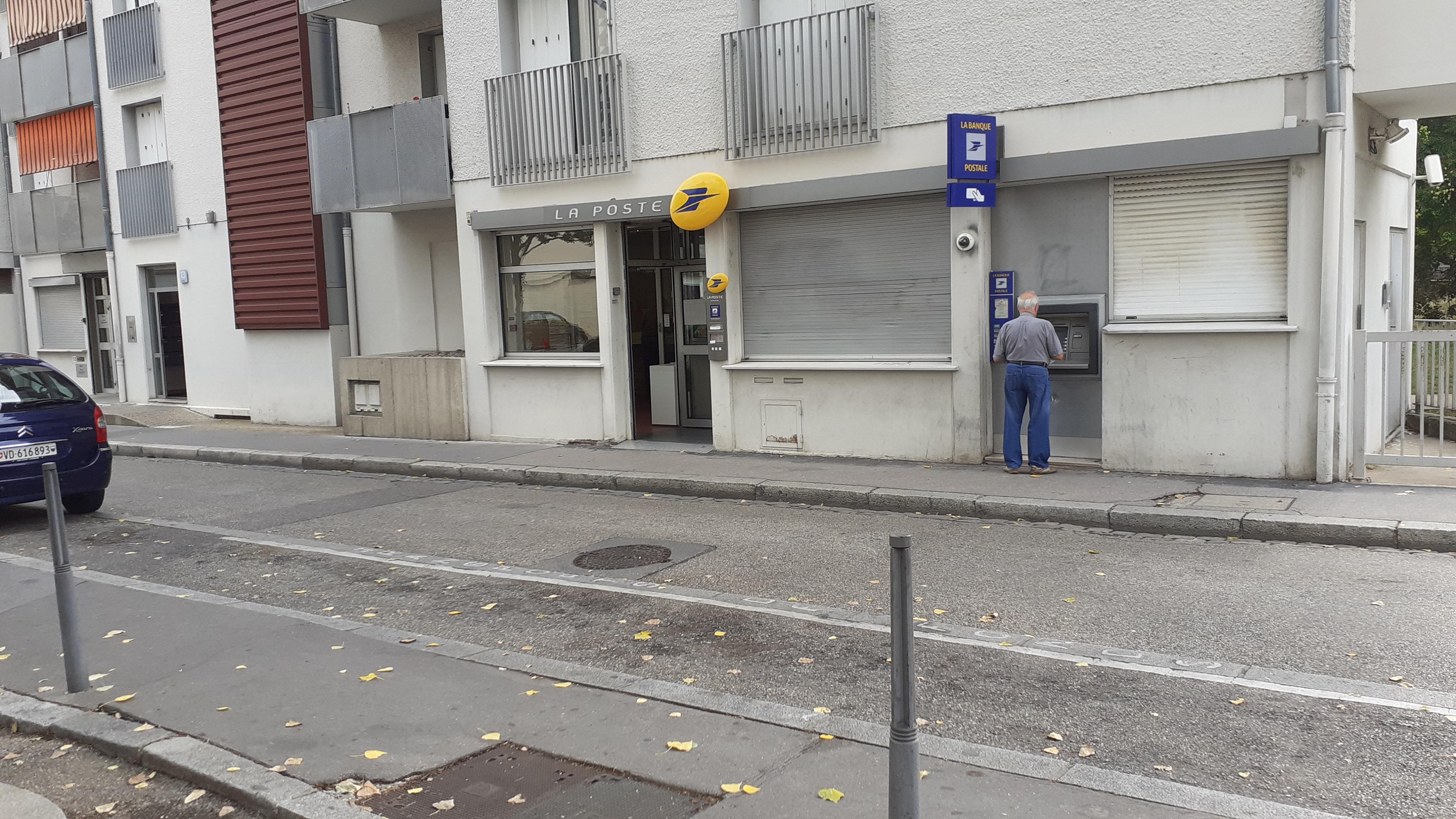 Dans la métropole du Rhône, des quartiers populaires réclament «une présence renforcée»  de La Poste