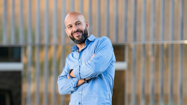 """Mourad Merzouki : """"Ne pas couper le cordon avec les quartiers"""""""