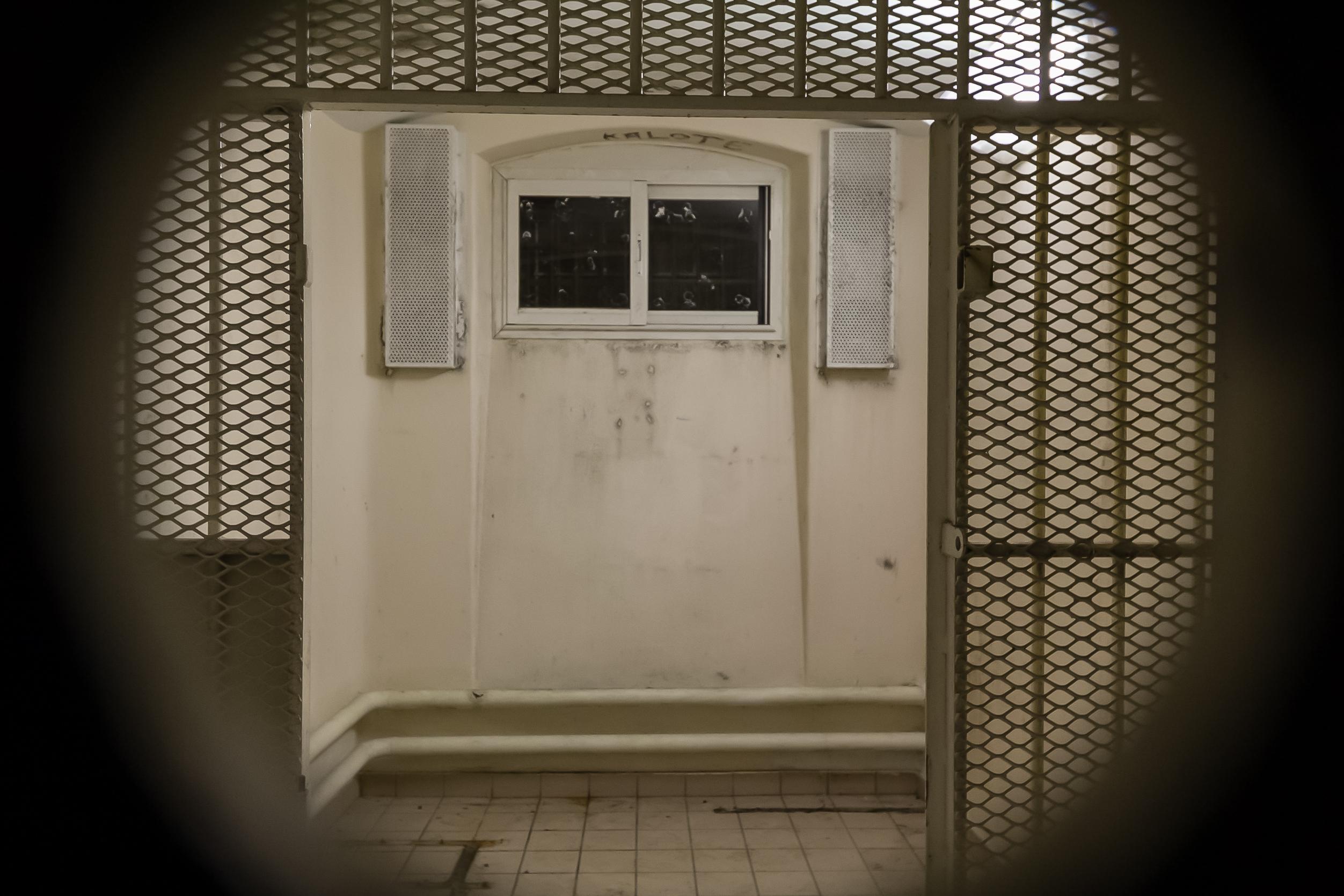 En prison, le quartier disciplinaire pose question